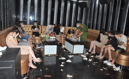 quan-karaoke-bad-boy-len-lut-hoat-dong-don-gan-50-nam-thanh-nu-tu-345.html